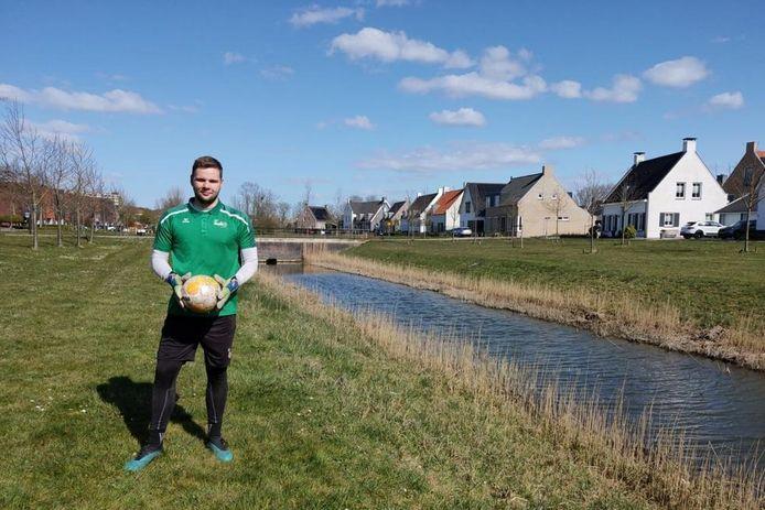 Nando Pijnenburg is doelman van Zelzate. Zijn debuut heeft hij nog niet gemaakt.