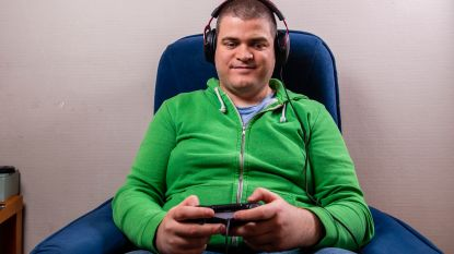 Blinde Sven speelt computerspelletjes op professioneel niveau, louter op gehoor