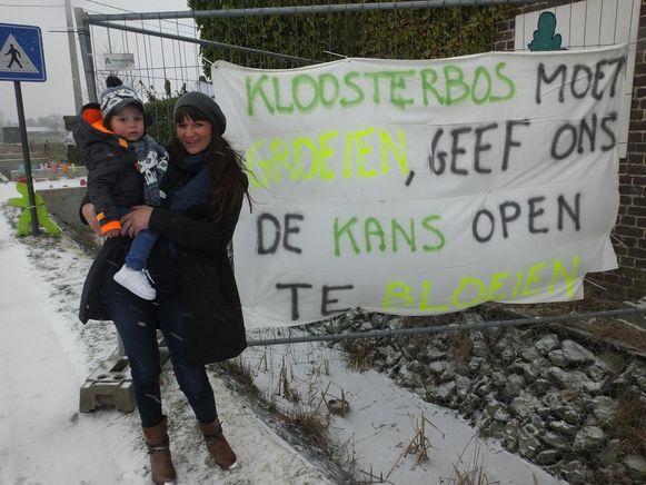 Heidi doet met zoon Jules Kloosterbos groeien.