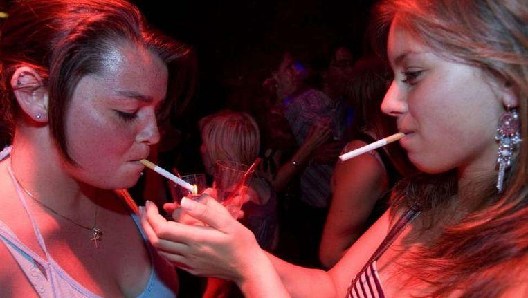 Jongeren beginnen makkelijker aan roken door toevoegingen aan tabak, van drop tot valeriaan. Foto © Ed Oudenaarden ANP Beeld