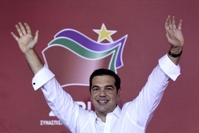 De Griekse premier Tsipras viert zijn overwinning. Beeld null