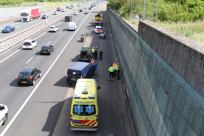 De bestuurder van het voorste voertuig raakte gewond.