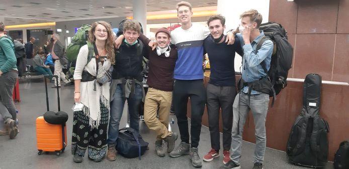 De groep studenten weer terug in Europa.