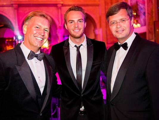 Marcel Boekhoorn met zijn schoonzoon autocoureur Guido van der Garde en Jan Peter Balkenende.