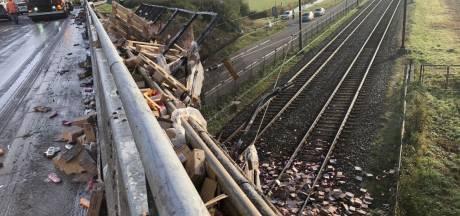 A15 ligt vol met shampoo: hele ochtend geen treinen tussen Tiel en Geldermalsen