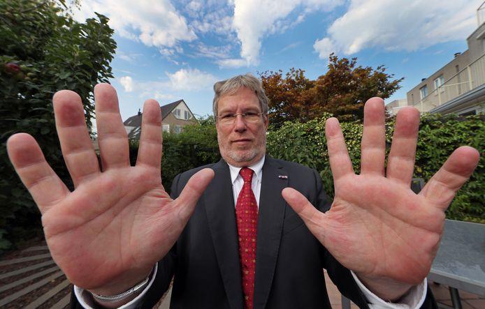 Alfred Blokhuizen legde de vinger op de zere plek. Hij bracht met het ontdekken van het gebruik van de onwettige vingerscan Nissewaard en de andere eilandgemeenten in verlegenheid.