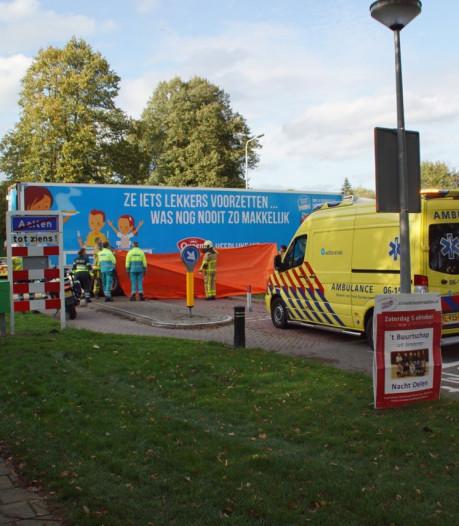 Voetganger (78) overleden na aanrijding met vrachtwagen in Aalten