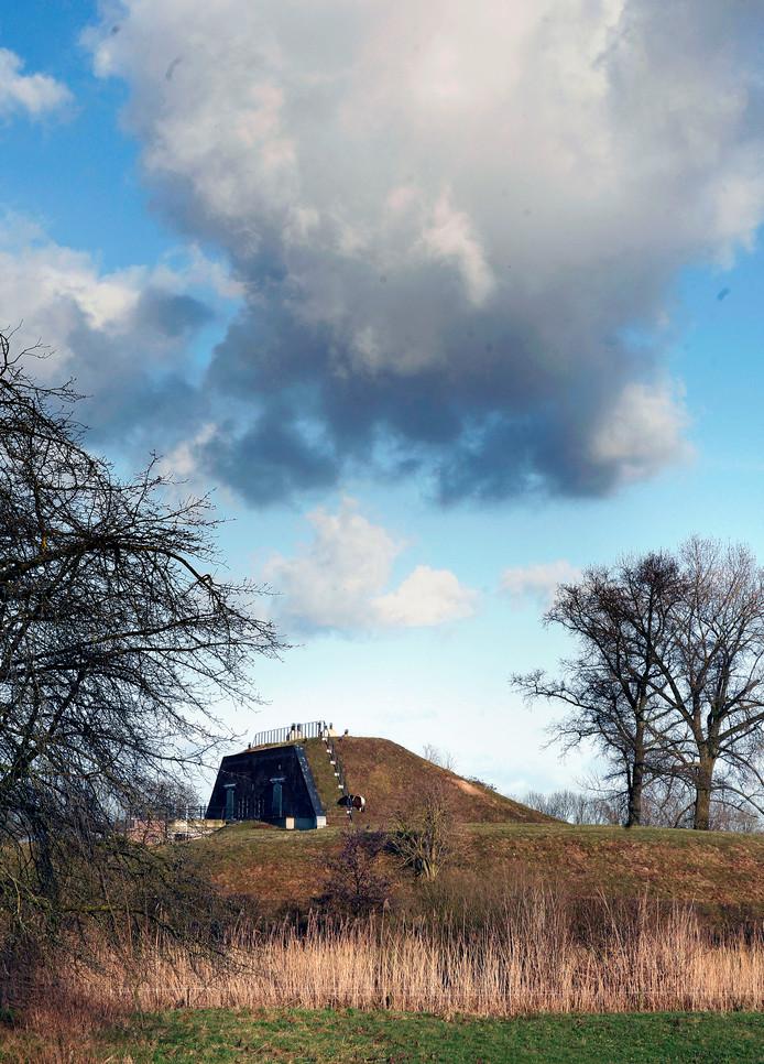 Batterij Poederoijen in de buurt van Giessen. Militair bouwwerk, onderdeel van de Hollandse Waterlinie.