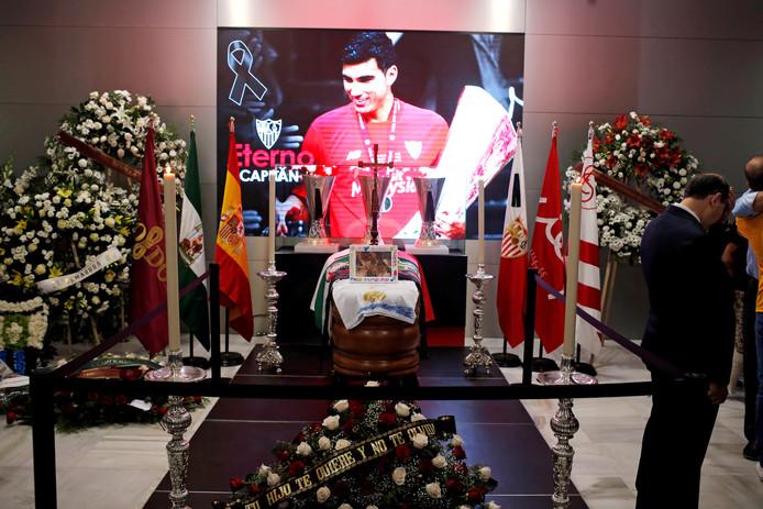 Het eerbetoon aan Reyes in het Ramon Sanchez-Pizjuan stadion van Sevilla.