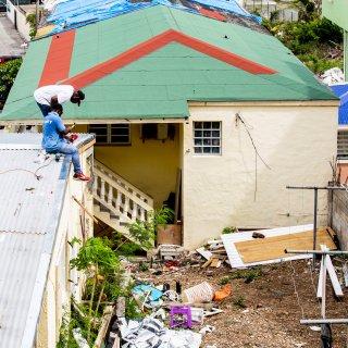 Wederopbouw Sint Maarten: zelf het dak op met het Rode Kruis