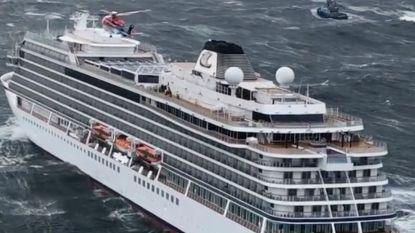 Cruiseschip veilig aangekomen in Noorse haven na grootschalige reddingsactie