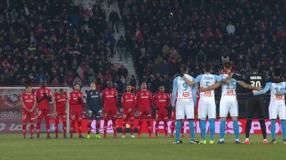 VIDEO. Franse voetbalploegen houden eerbetoon voor overleden Sala