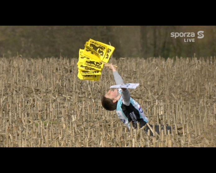 Wat de Ronde al niet kan doen met een mens: deze jongen was doodgelukkig na de winst van Tom Boonen in 2012.