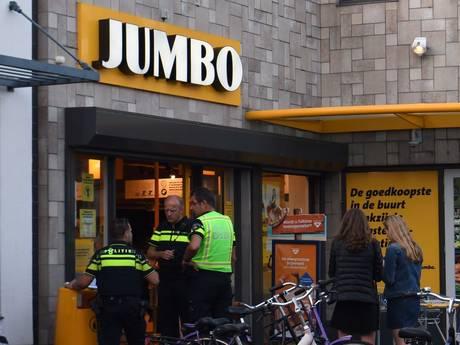 Mannen op scooter overvallen Jumbo in Eindhoven met mes, politie op zoek naar de daders