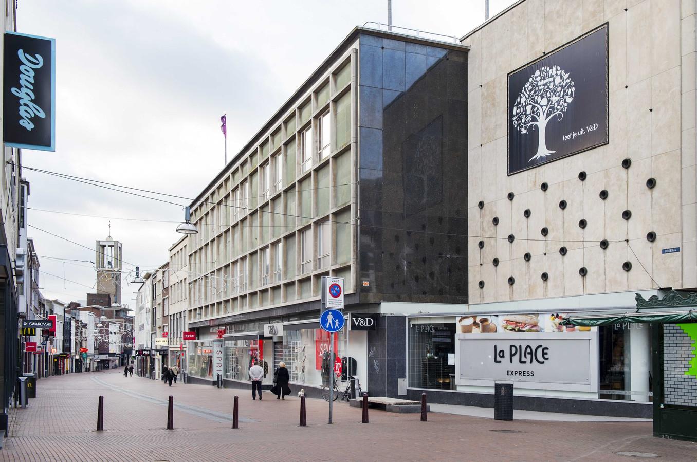 Het faillissement van Vroom en Dreesmann slaat enorme gaten in Nederlandse winkelstraten