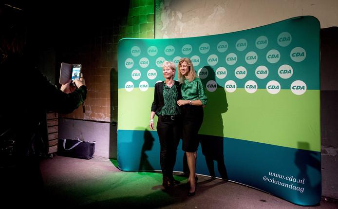 CDA-staatssecretaris Mona Keijzer nam tijdens het congres zaterdag de tijd om met leden op de foto te gaan. Zij geldt als outsider in de strijd om het lijsttrekkerschap.