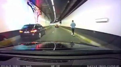 Dashcam filmt man op elektrische step in Brusselse tunnel