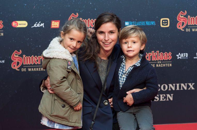 """""""Ik ben altijd een braaf meisje geweest, dus ik kreeg steeds een cadeautje op 6 december"""", vertelt Familie-actrice Lien Van de Kelder, die kinderen Jeanne en Victor meenam. """"Vooral mijn grote speelpop herinner ik mij nog."""""""