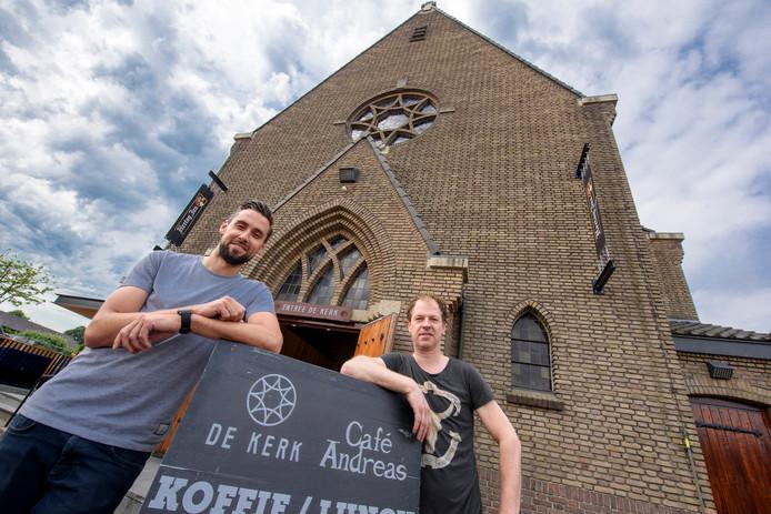 Marrick Verhoeven (rechts) en Erik Haenen voor De Kerk.