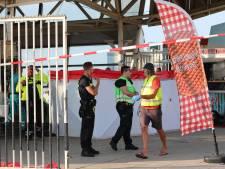 Gewonde bij steekpartij op De Pier, traumahelikopter landt op het strand
