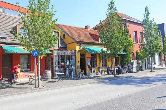 Café Manu bevindt zich tegenover het gemeentehuis van Ternat.