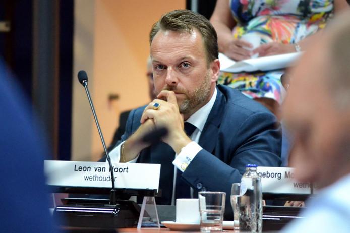 Leon van Noort stapte op na ophef over een affaire die hij had met een vrouwelijke ambtenaar.