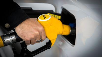 """Consument profiteert van olierel: """"Deze prijsdaling is ongezien"""""""