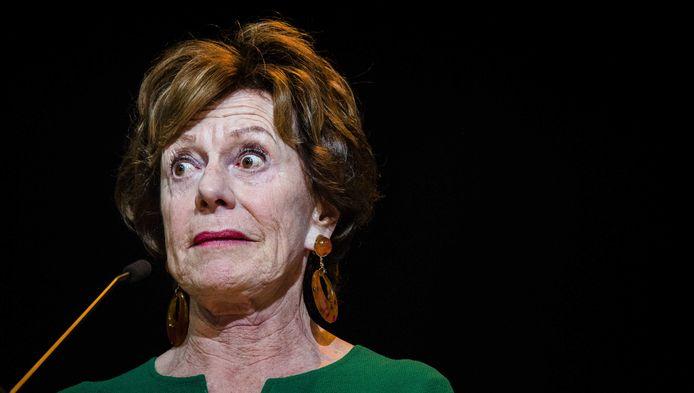 Vertrekkend Eurocommissaris Neelie Kroes gooide haar hele politieke gewicht in de strijd om nog voor haar afscheidsreceptie de laatste onwillige telecombedrijven en hun regeringen over de streep te trekken
