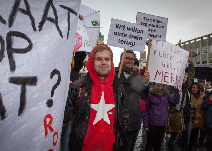 Enkele tientallen mensen demonstreerden tegen de komst van Merkel naar Nijmegen.