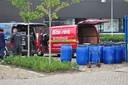 De tonnen bij het busje van Bo-Rent.