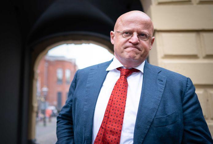 Minister Ferdinand Grapperhaus van Justitie en Veiligheid (CDA) komt aan op het Binnenhof .