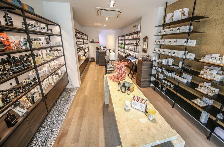 """""""Ik ga graag shoppen in de Doorniksewijk. Je vindt er mijn favoriete zaak voor verzorgingsproducten: Fin Du Jour. In Fin Du Jour verkopen ze heerlijke parfums, dagcrèmes, zepen,…De producten daar zijn 100% natuurlijk."""""""