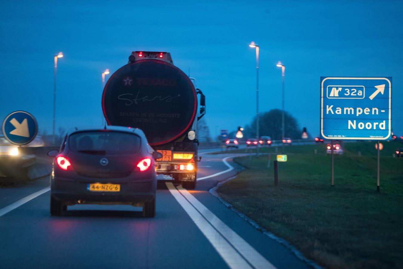 Verkeer wordt bij Kampen-Noord onvoldoende duidelijk gewaarschuwd voor files, vindt de raad van Noordoostpolder.