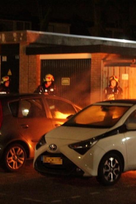Toeval: Waddinxvener die hond uitlaat, ontdekt tiende autobrand in Gouwedorp
