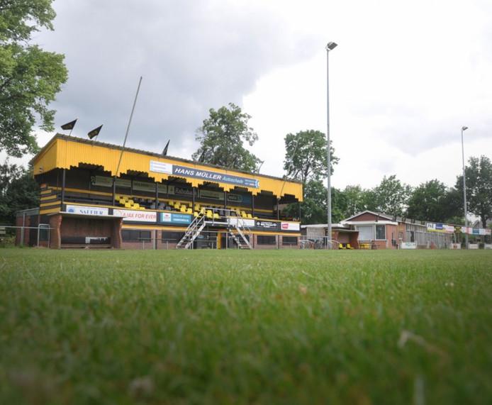 De Engelse tribune van Rijssen Vooruit staat nu nog op het complex aan de Stokmansveldweg.