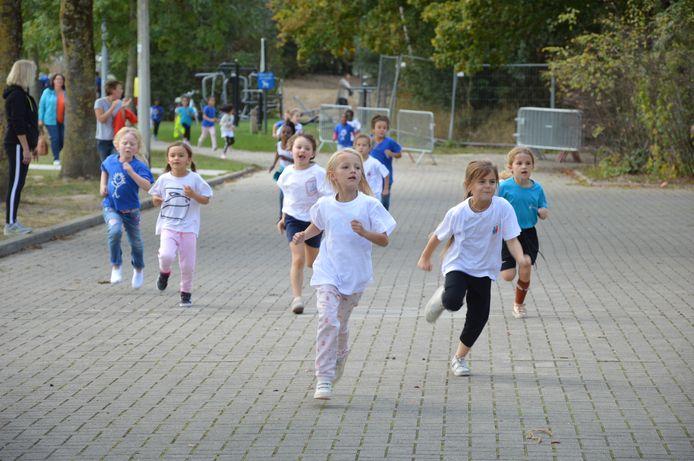 1.616 leerlingen namen dit jaar deel aan de scholenveldloop in Denderleeuw.
