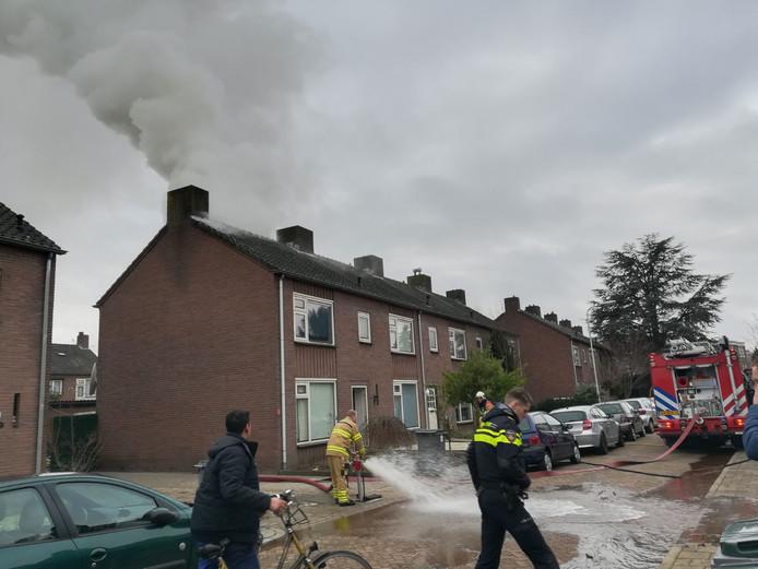 Door de brand kwam er veel rook vrij.