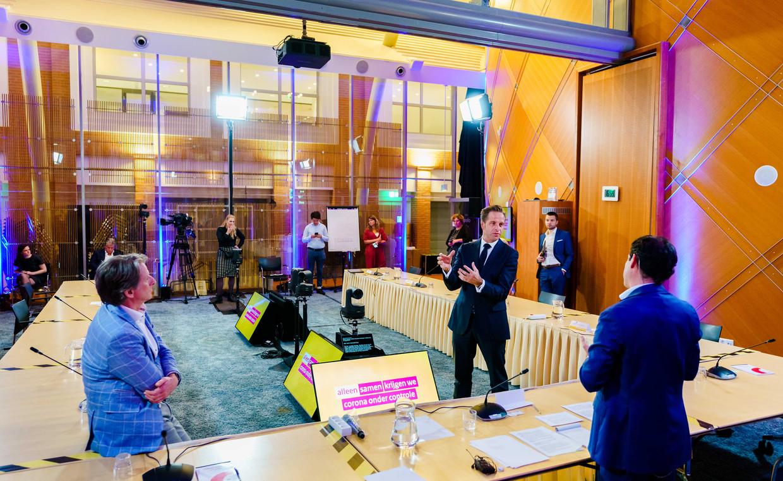 Minister Hugo de Jonge van Volksgezondheid, Welzijn en Sport tijdens de appathon.  Beeld ANP