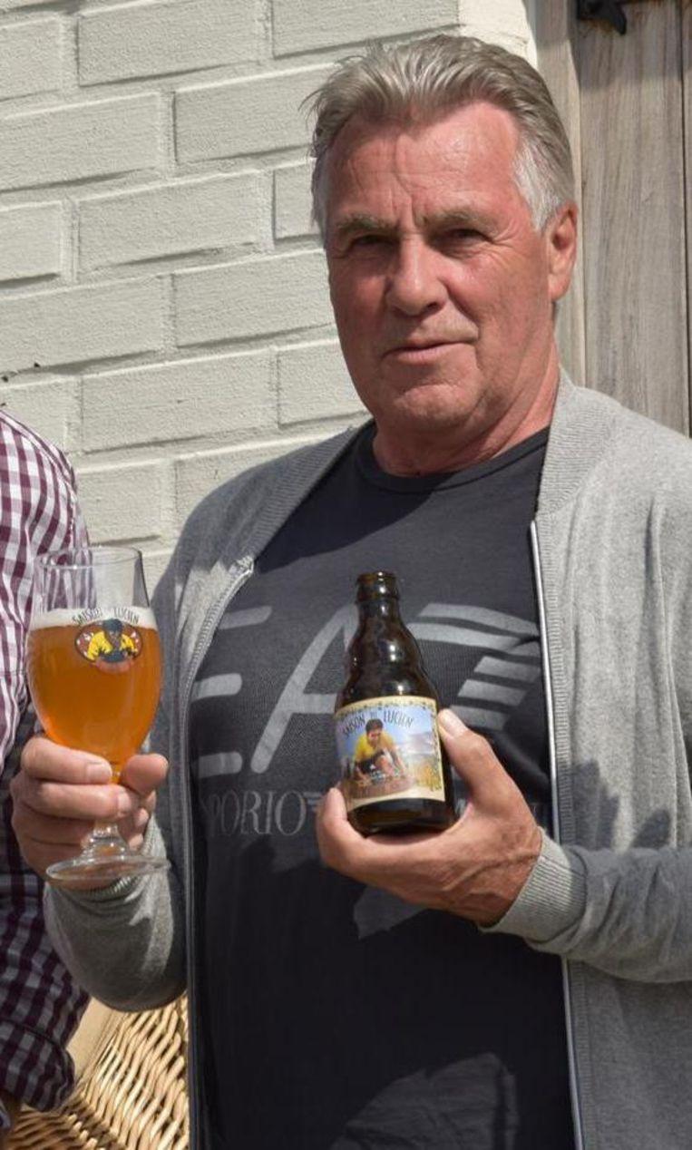 Wielrenner Lucien Van Impe met het biertje 'De Kleinen'.
