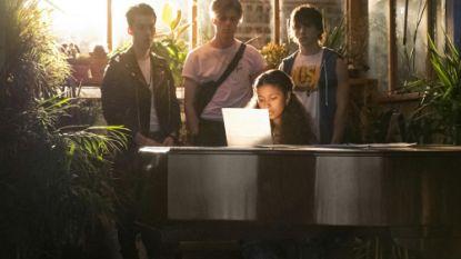 Voor fans van 'Glee' en 'High School Musical': Netflix komt met muzikale serie 'Julie and the Phantoms'
