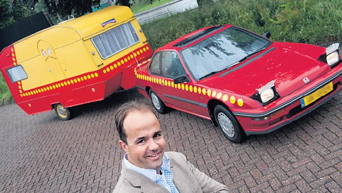 Robin Vocking kocht de replica van de auto van Bassie en Adriaan als grap.