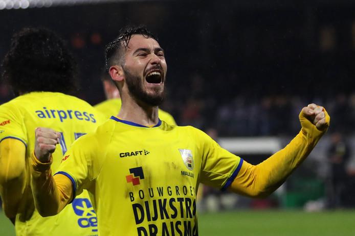 Robin Maulun scoorde namens Cambuur twee keer tegen FC Dordrecht.
