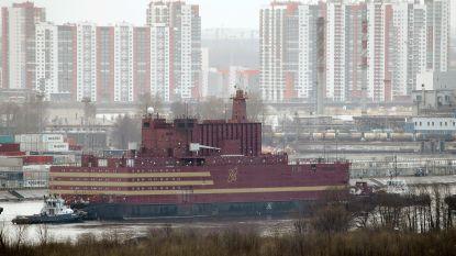 Russische drijvende kerncentrale vertrekt op tocht van 5.000 kilometer door Noordelijke IJszee