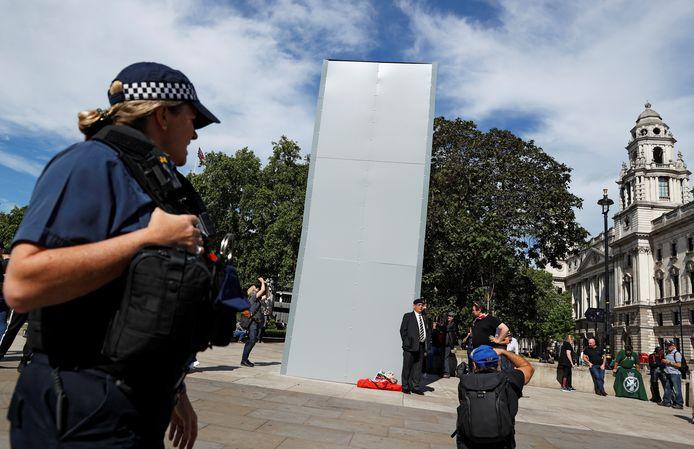 Het standbeeld van Winston Churchill is uit voorzorg ingepakt.