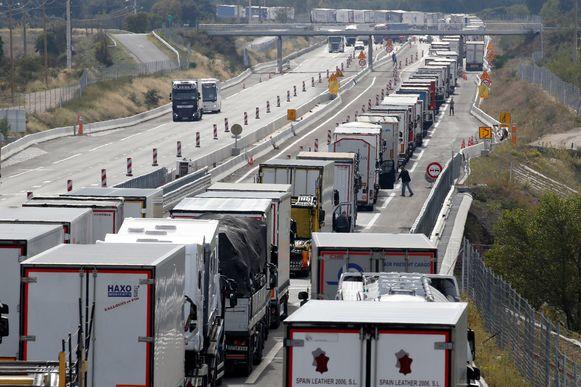 Files nabij de Frans-Spaanse grens door een blokkade van de Spaanse weg.