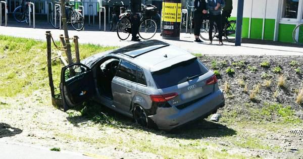 Fietser gewond na aanrijding met auto op Oldenzaalsestraat in Enschede.