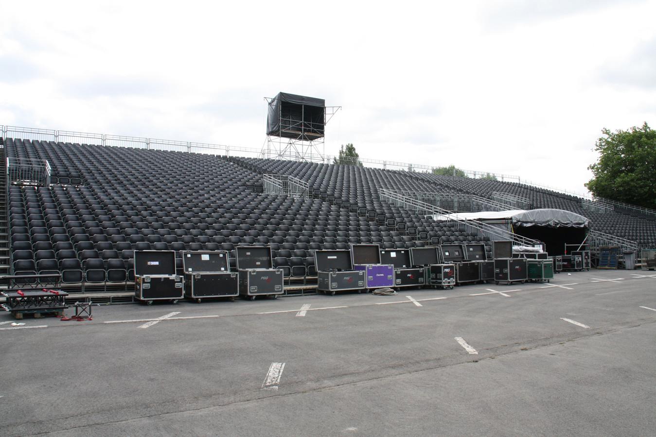 Nu nog een lege tribune, donderdag zijn alle zitjes bezet voor de eerste zomereditie van Night of the Proms in Koksijde