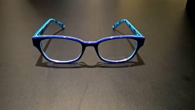 Layla (11) uit Bavel wint wedstrijd Vingino: zelf ontworpen bril gemaakt in Milaan