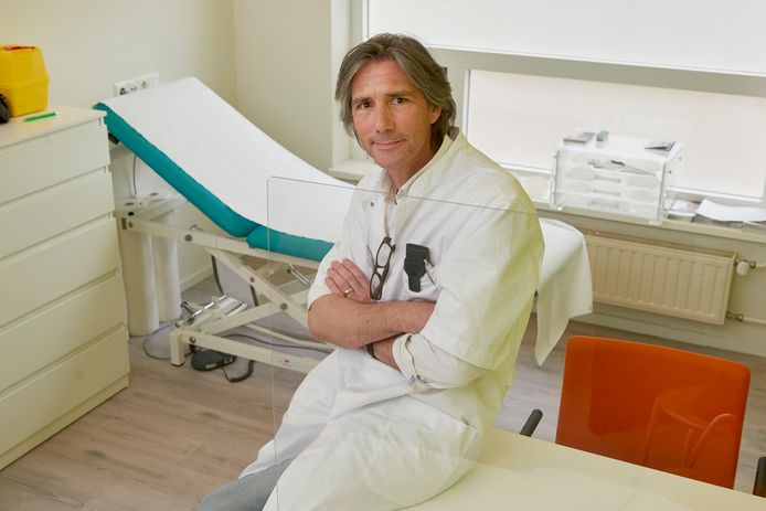 Roel Fresow van Klaver Klinieken start weer met opereren in Schijndel. Dat geldt ook voor zijn collega-chirurgen in het Medisch Centrum Schijndel aan Steeg 6.