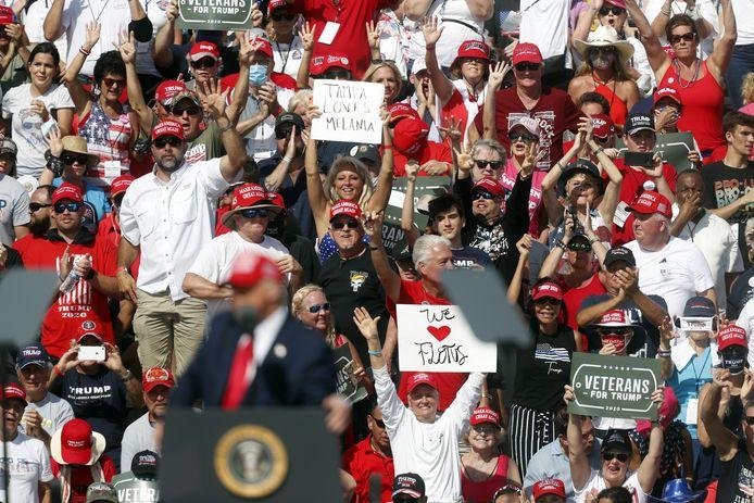 Pas de distanciation sociale, pas de masque et des coups de chaud en pagaille au rassemblement de Trump à Tampa.